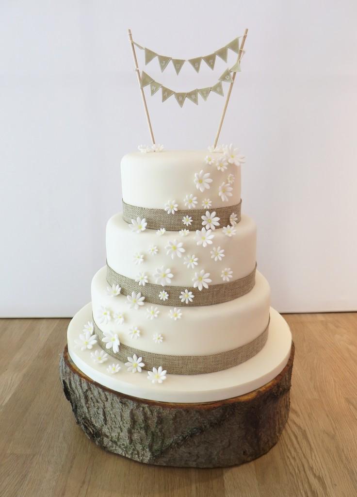 Daisies and Hessian Bunting Wedding Cake