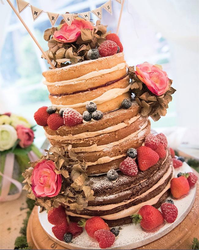 20 Gorgeous Vintage Wedding Cakes for 2019 Brides - Oh