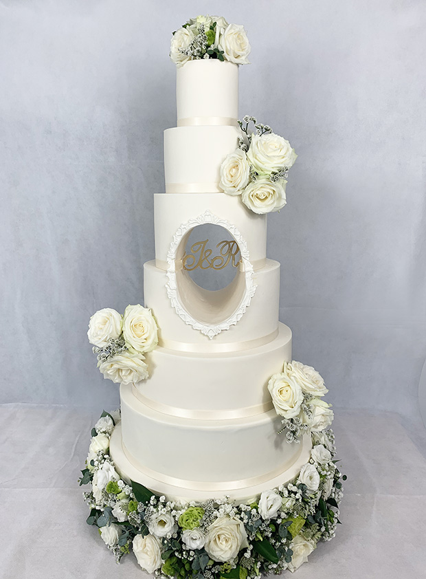 6 Tier Cake with Central Hole